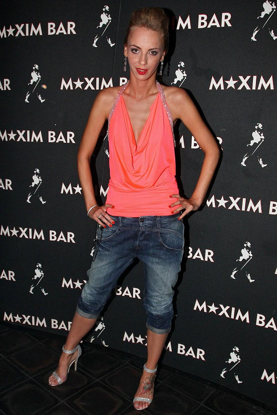 Ivanna Benešová se tentokrát nezapomněla obléknout, ale podprsenku neměla.