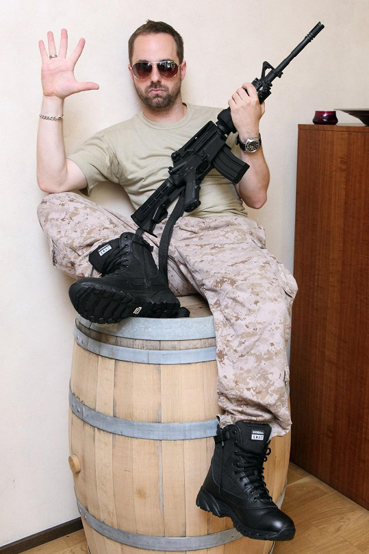 Petr v roli vojáka v připravovaném muzikálu Iago.