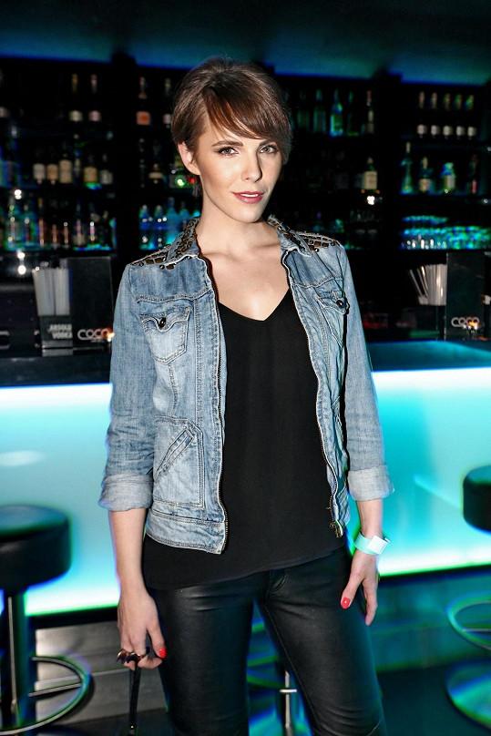 Andrea je velmi podobná České Miss Gábině Kratochvílové.