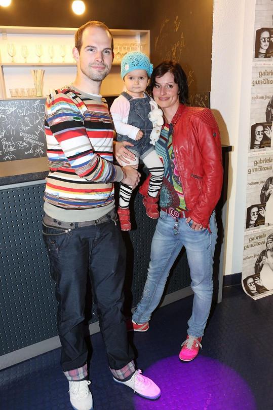 Jan Maxián s manželkou Lucií a s dvouletou dcerkou.