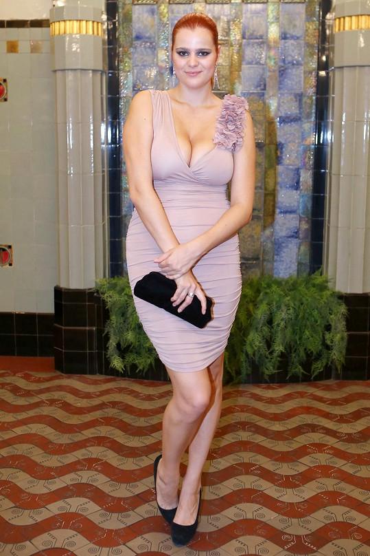 Ornella byla hvězdou párty hlavně díky svému outfitu.