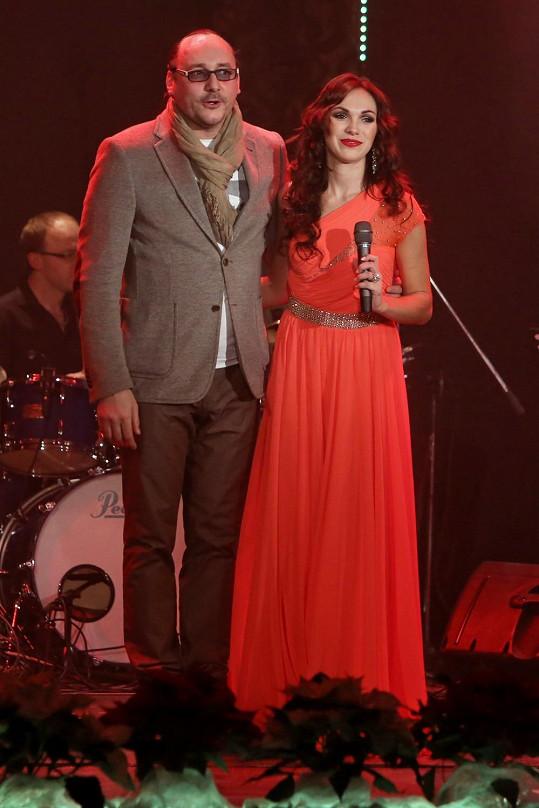 Duety si zazpívala s Marianem Vojtkem.