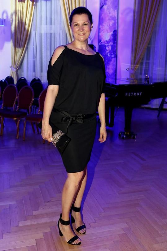 Táňa Kovaříková nosí velmi střízlivé modely.