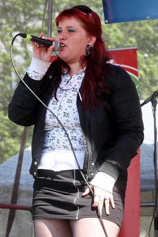 """Leona Šenková zazpívala na 1. ročníku multižánrového projektu """"Země zaslíbená - Říp 2013."""