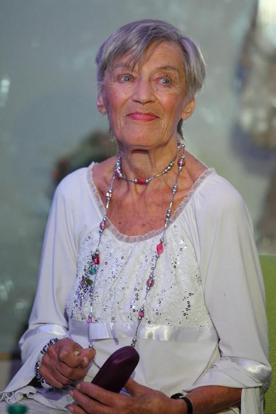 Jen málokdo by Skořepové hádal její požehnaný věk.