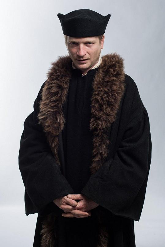 Matěj Hádek vypadá jako Jan Hus velmi charizmaticky.