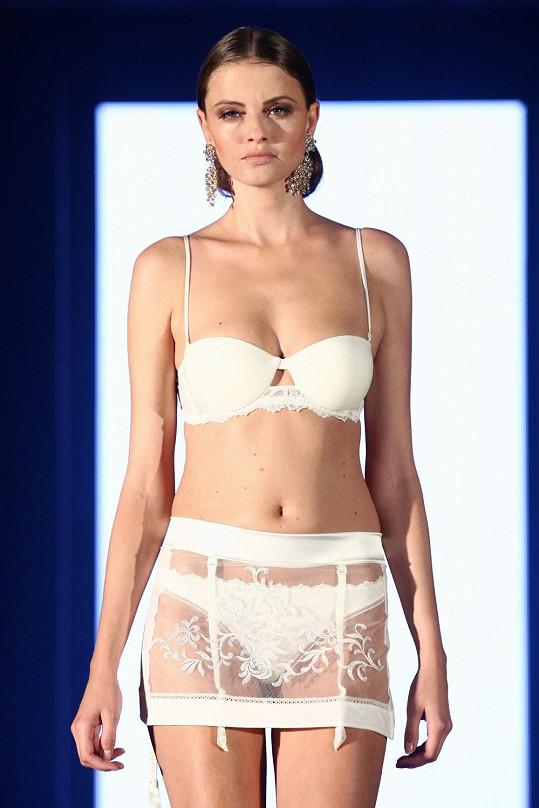 Barbora Prachařová má vážně luxusní tělíčko. Ozdobila pražský týden módy.