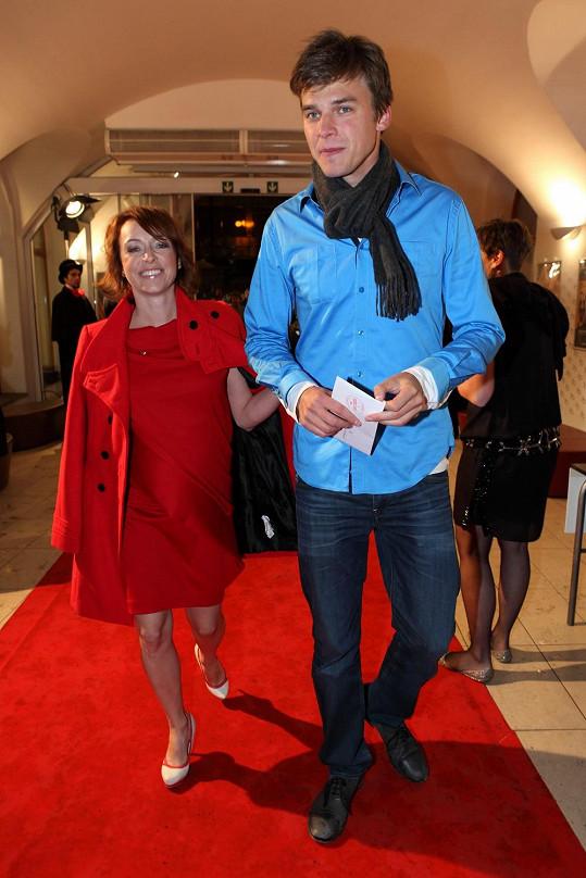 V červených šatech Táňa zářila.