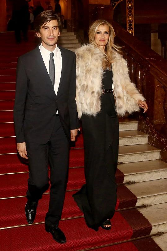 Tereza Maxová s manželem Burakem Oymenem.