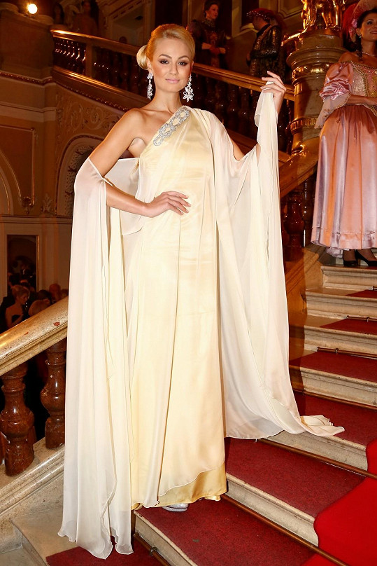 Tereza Fajksová měla model od návrháře.