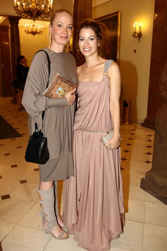 Do divadla dorazila také Hana Holišová, s Antalovou se potkají v muzikálu Mamma Mia!