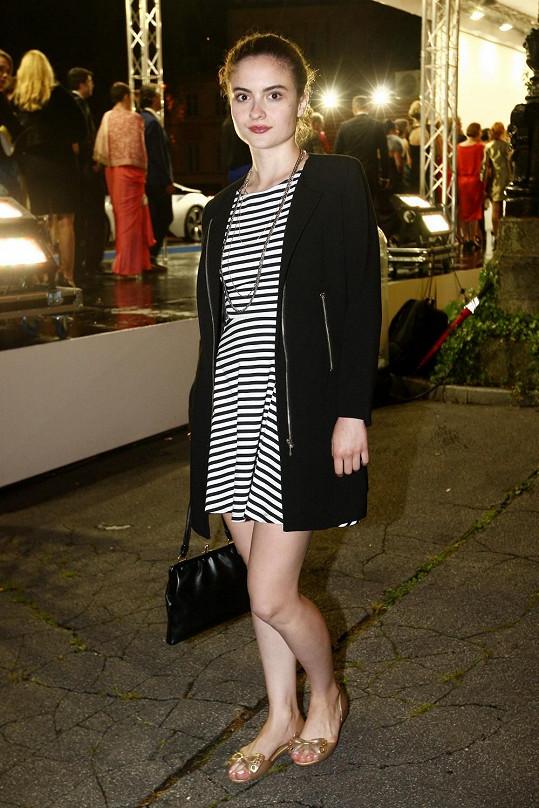 Eva Josefíková rozhodně nevypadala, že si vyrazila na párty módního časopisu.
