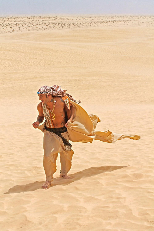 Sámer v africké poušti natáčí videoklip.