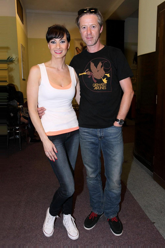 Daniela Šinkorová je v divadelní hře Langmajerovou manželkou.