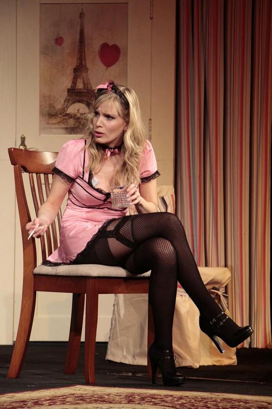Bára v roli prostitutky, kterou přijede nečekaně navštívit otec.