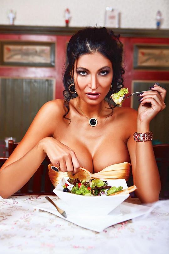 Není jednoduché se soustředit na jídlo.