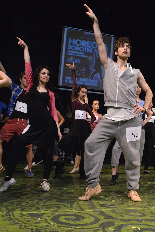 Nácvik choreografie (vpředu vpravo Roman Tomeš).