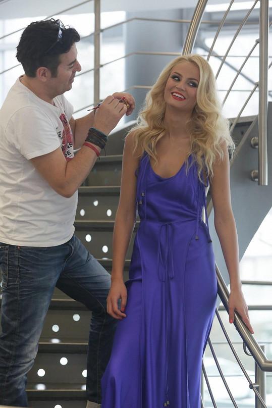 Prezentaci modelů Kláry Nademlýnské podtrhla i účast modelky Terezy Fajksové, Miss Earth 2012.