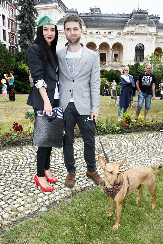 Sandra do Varů vzala i svého psa.