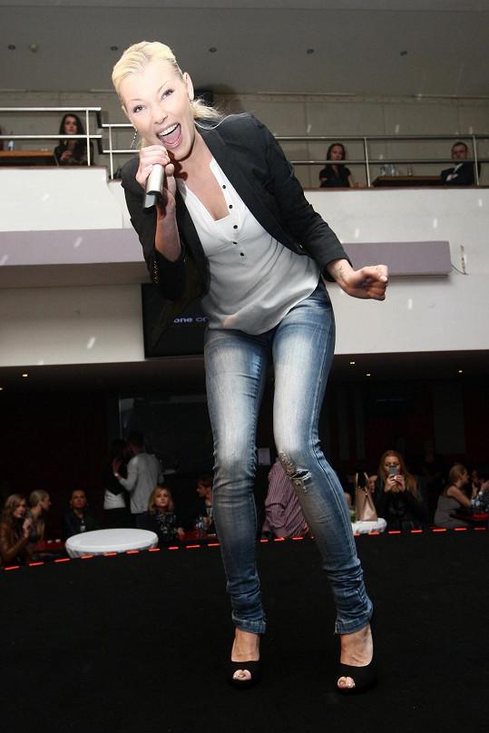Helena Zeťová po dlouhé době vystupovala v Praze. Vypadá skvěle.