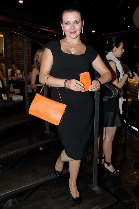 Dana navrhla kolekci kabelek.