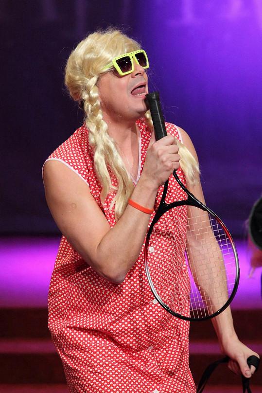 Dano Dangl jako Paris Hilton.