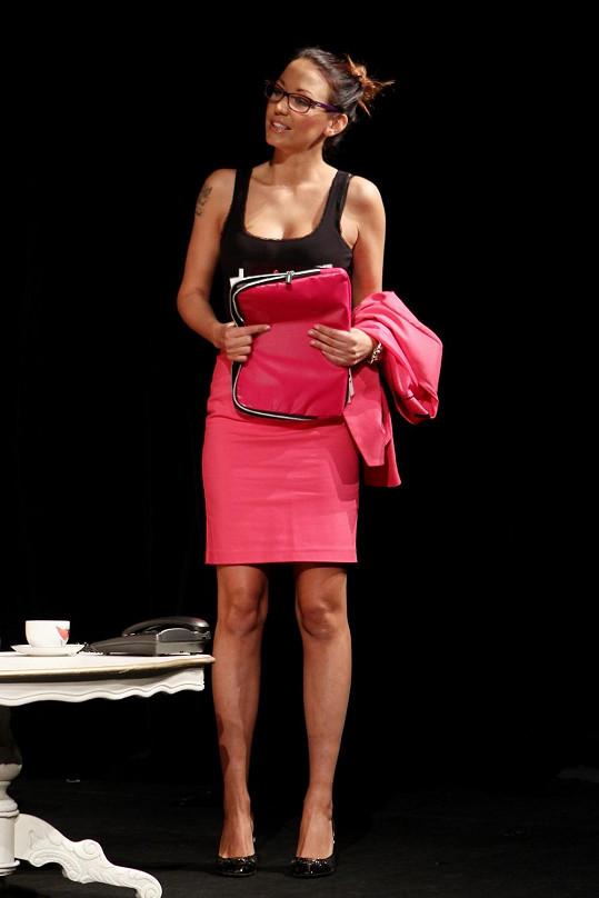 Agáta Prachařová si v jedné z povídek zahrála sexy sekretářku.