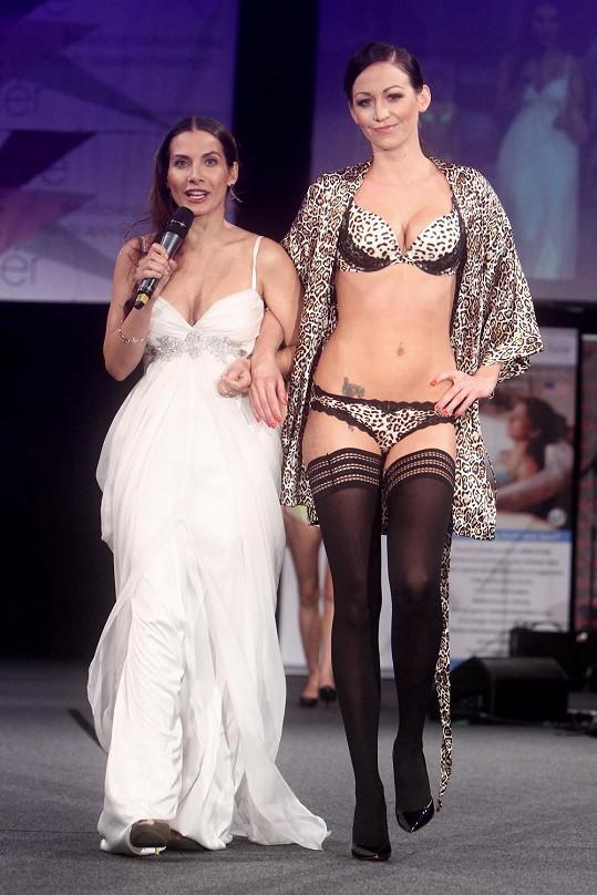 S Evou Decastelo, která show moderovala.