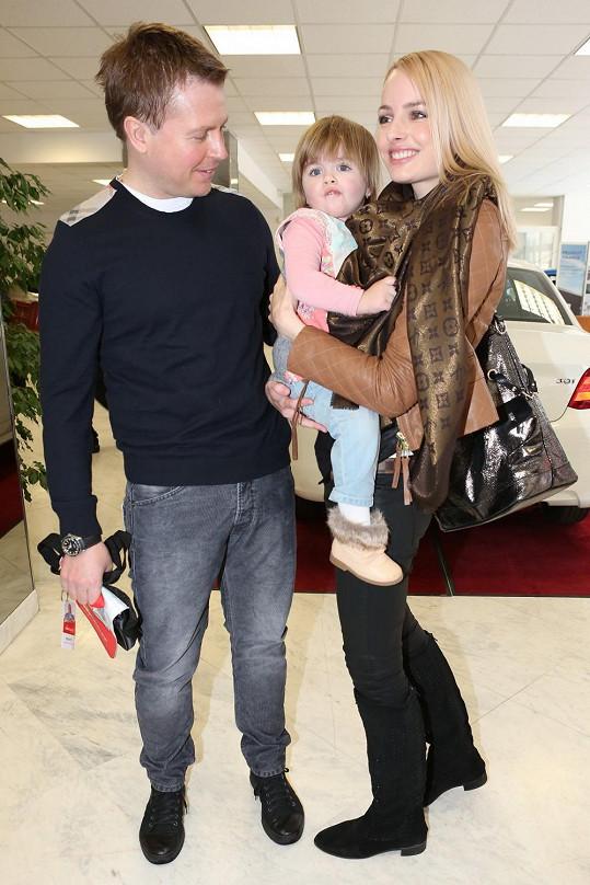 Na akci dorazila Markéta s manželem a dcerou.