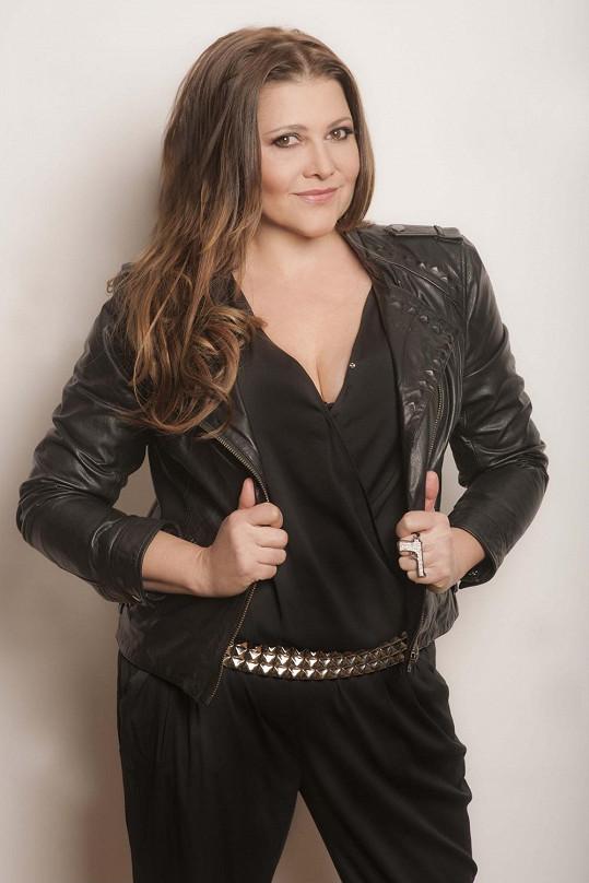 Vydala své největší hity a chystá nové album.