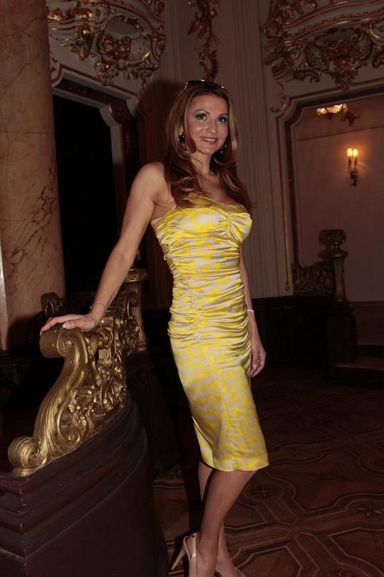 Takhle Yvetta Blanarovičová vítá jaro. Sexy model bez ramínek nemohl chybět.