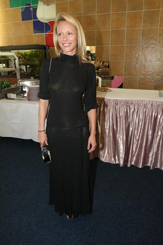 Linda Rybová v průsvitných šatech