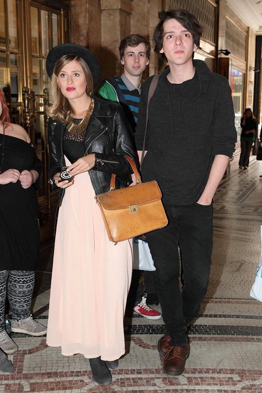 Emma s kamarádem na charitativní akci