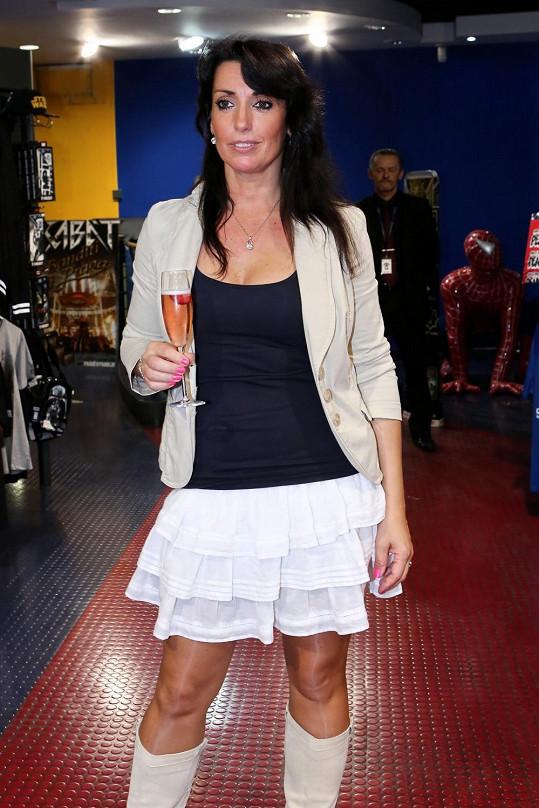 Eva Čížkovská vypadá v sedmačtyřiceti pořád skvěle.