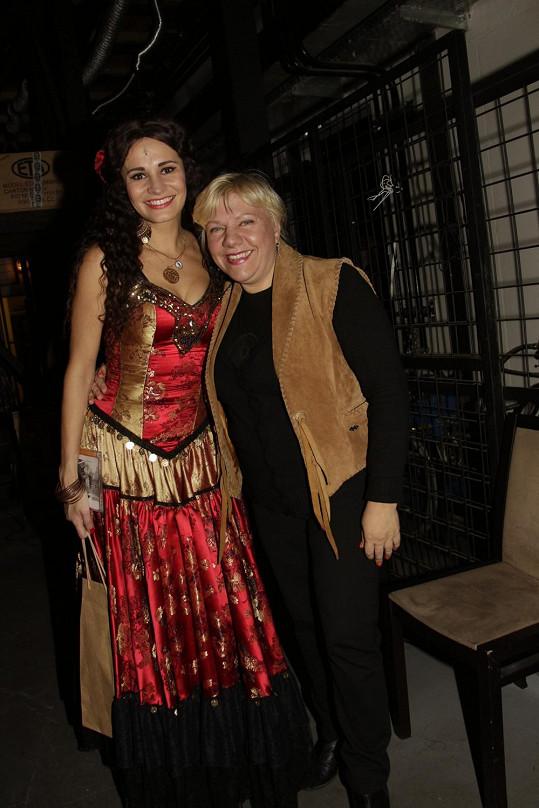 Poklonu Monice po představení složila i zpěvačka Marie Pojkarová.