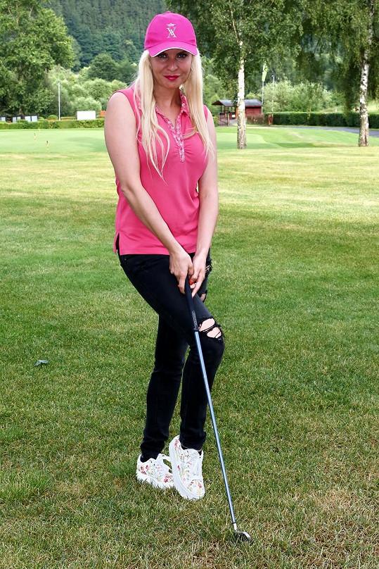Den strávila Katka na golfu.