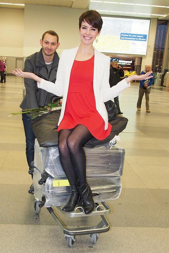 Gabriela Kratochvílová přistála v červených šatičkách.