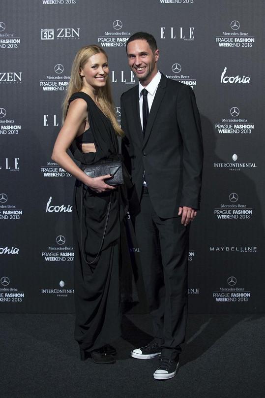 Tereza Srbová oblékla na akci Gala Fashion Night šaty od Jakuba Polanky, které zde předvedl svou přehlídku.