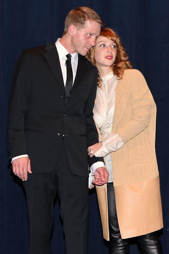 V druhé polovině července přijde do kin snímek Zejtra napořád, kde hraje s Pavlem Baťkem.