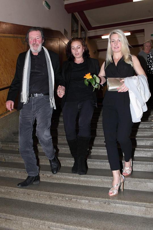 Bolek Polívka dorazil se současnou ženou Marcelou a dcerou Annou, kterou má s Evelynou Steimarovou.