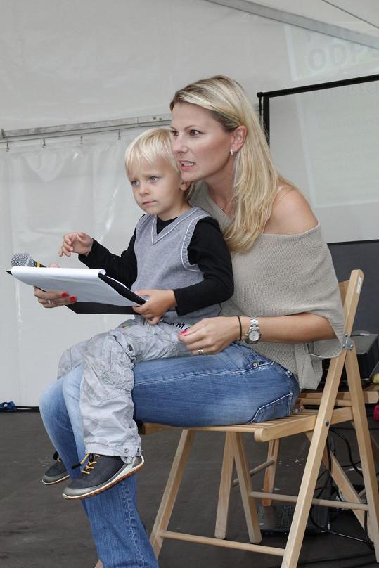 Prcek se s maminkou věnoval práci.