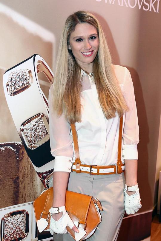 Na prezentaci nové kolekce blyštivých šperků nemohla chybět Míša Štoudková.