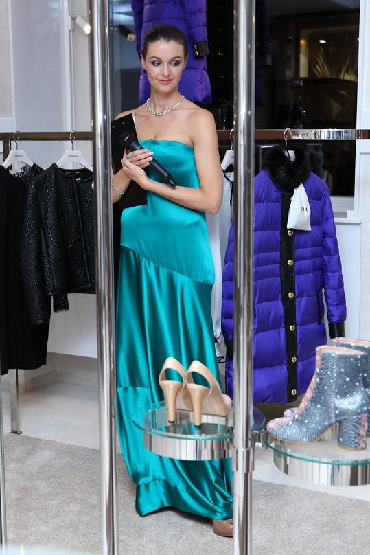 Iva Kubelková oblékla stejné šaty jako před pár týdny Petra Faltýnová.