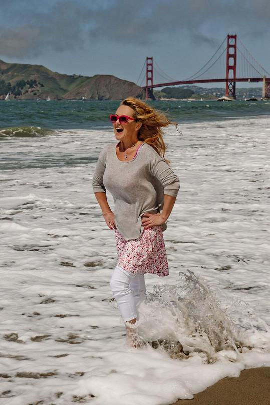 Simona Stašová s dominantou San Francisca