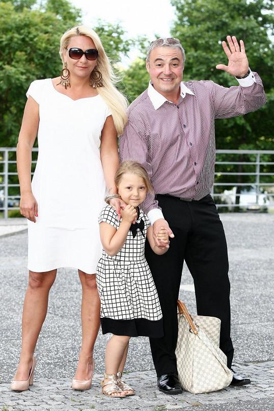 Martin Zounar se po dlouhé době objevil ve společnosti s partnerkou Simonou a dcerou.