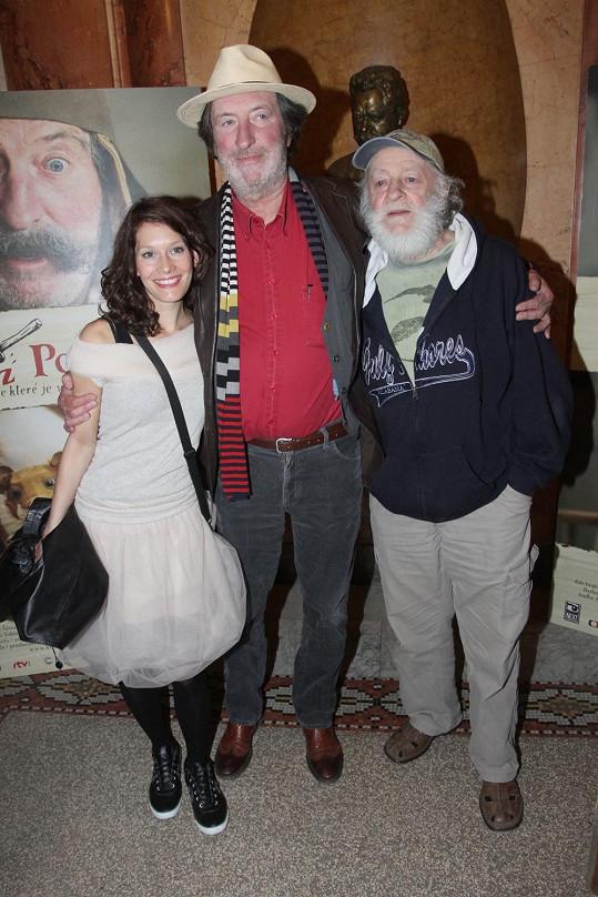 Bára vyrazila na premiéru pohádky Kovář z Podlesí, kde hraje hlavní roli Bolek Polívka.