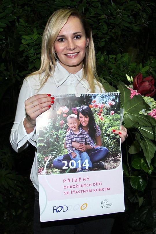 Zpěvačka pokřtila kalendář Fondu ohrožených dětí.