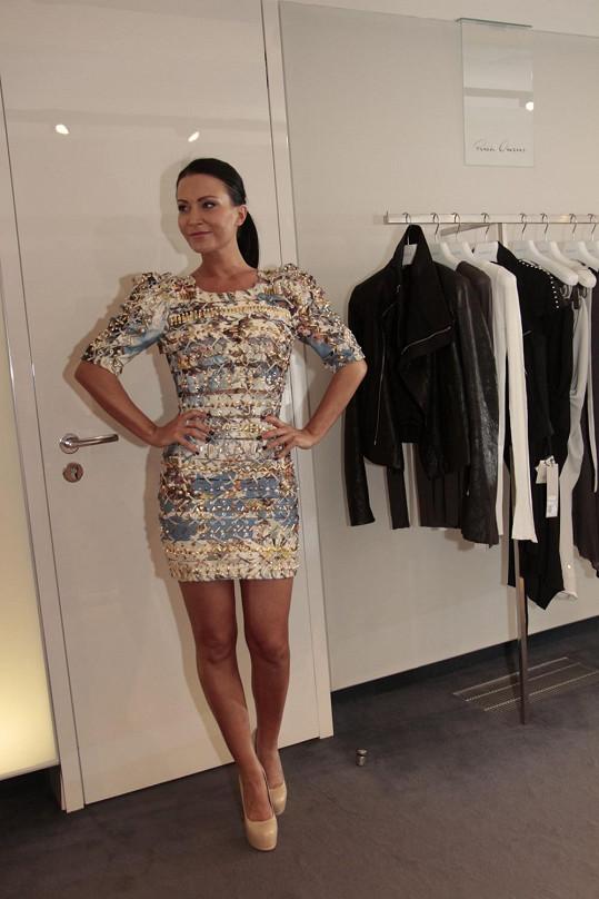 Gábina v originálních šatech, jejichž cena je 263 tisíc.