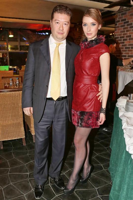Tomio Okamura s přítelkyní Monikou.