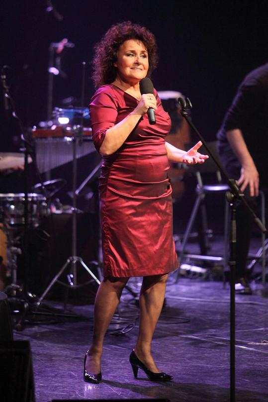 Jitka Zelenková zazpívala na koncertě v Divadle Hybernia.